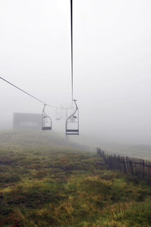 United Kingdom, Scotland, Highlands, Cable car in the fog - LYF000081
