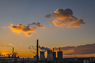 Germany, North Rhine-Westphalia, Duisburg Huettenheim, view to steel mill and Huckingen gas power station by twilight - WGF000318
