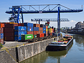 Germany, Hesse, Frankfurt, Osthafen, Container harbour - AM002381