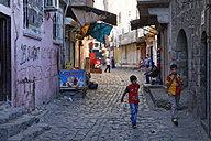 Turkey, Diyarbakir, view to alley in old town - SIE005454