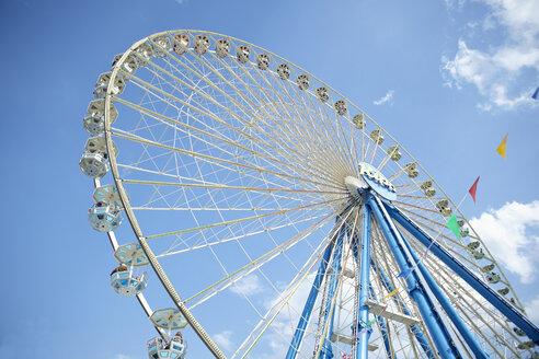 Ferris wheel on a funfair - RH000366
