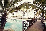 Spain, Canary Islands, La Palma, Fuencaliente, swimmingpool with wooden boardwalk and palms of a hotel - SEF000748