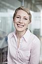Germany, Munich, Businesswoman in office - RBYF000513