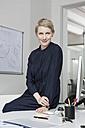 Germany, Munich, Businesswoman in office - RBYF000608