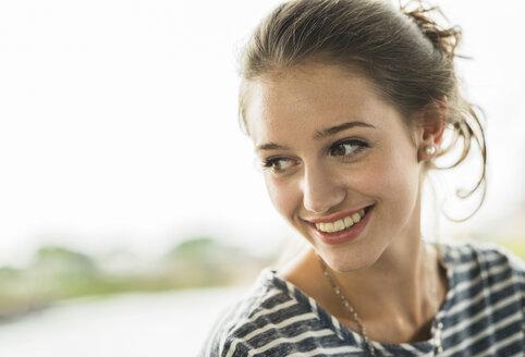 Portrait of happy teenage girl - UUF001014