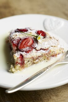 Lemon, poppyseed strawberry scones with a chamomile cream - HAWF000310