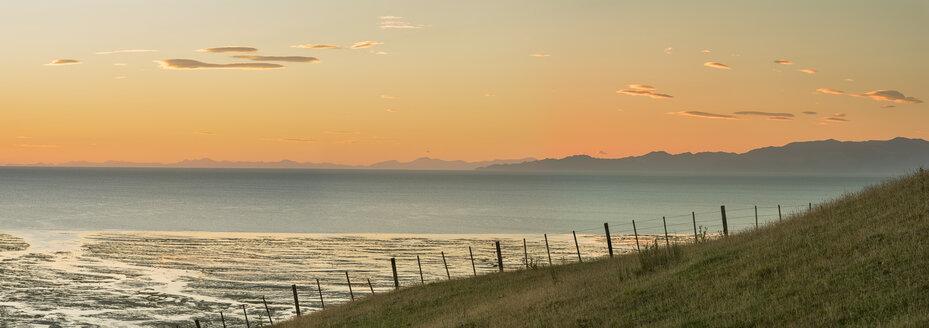 New Zealand, Golden Bay, Puponga, dusk in Golden Bay - SHF001483