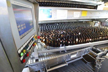 Germany, bottling plant of a brewery - SCH000294