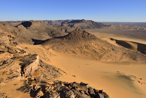 Africa, Algeria, Sahara, Tassili N'Ajjer National Park, Tadrart, Western escarpment of Tadrart plateau - ES001233