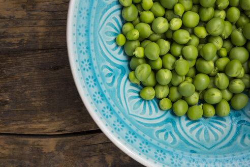 Green peas in a bowl - LVF001472