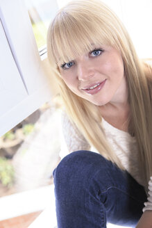 Portrait of smiling young woman - VTF000300