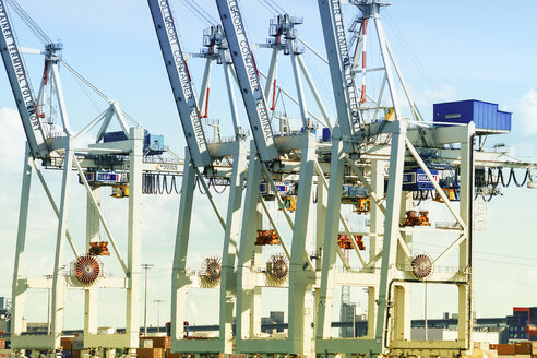 Germany, Hamurg, cranes at container terminal Tollerort - KRP000619
