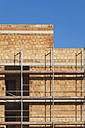 Germany, Cologne Widdersdorf, bare brickwork of residential house - GWF003567