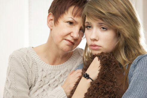 Germany, Berlin, Mother consoling daughter - MMFF000023