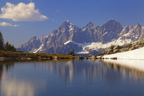 Austria, Styria, Liezen District, Tauern, View to Dachstein, Lake Spiegelsee - GFF000522