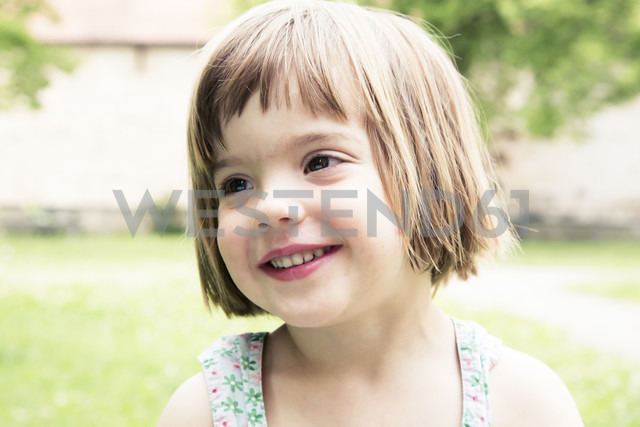 Portrait of happy little girl - LVF001494