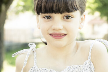 Portrait of smiling little girl with tooth gap, partial view - LVF001499