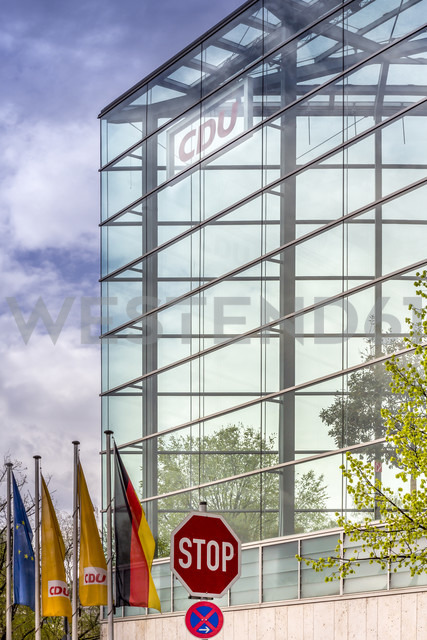 Germany, Berlin, Headquarters of the Christian Democratic Union , CDU, with stop sign - NK000155 - Stefan Kunert/Westend61
