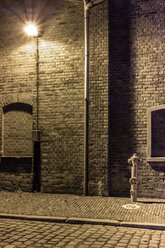 Germany, Bremen, A hydrant and a street lamp in an abandoned industrial district - NK000158