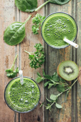 Green vegetable and fruit smoothie with spinach, salad, parsley, cress, oregano and kiwi - IPF000147