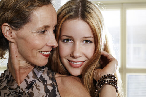 Portrait of mother and daughter - STKF001073