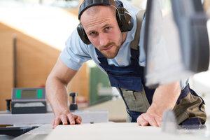 Craftsman working at circular saw - FKCF000055