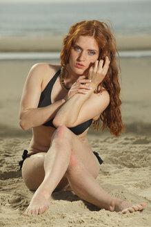 Netherlands, Texel, De Cocksdorp, woman in bikini at the beach - HTF000492