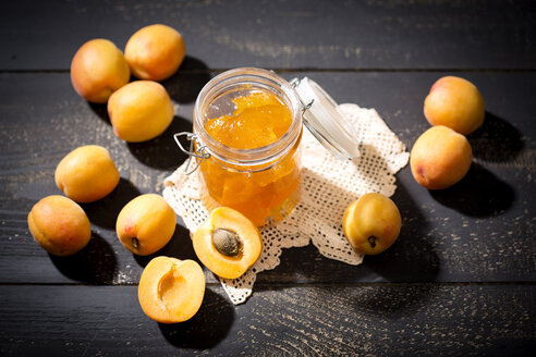 Apricot jam and apricots, Prunus Armeniaca - MAEF008585