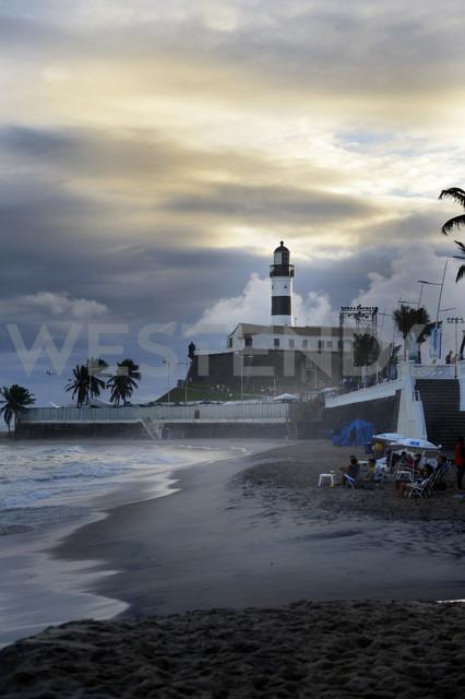 Brazil, Salvador da Bahia, Barra, view to  Forte de Santo Antonio da Barra with lighthouse Farol da Barra by twilight - FLKF000357