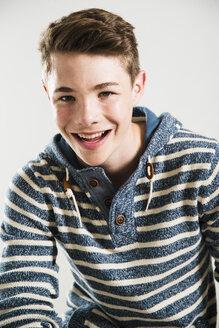 Portrait of smilng teenager - UUF001190