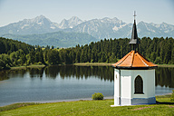 Germany, Bavaria, Allgaeu, East Allgaeu, Chapel at Lake Hegratsrieder See near Fuessen - WGF000332