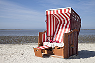 Germany, Lower Saxony, Dornum, Nessmersiel, red and white hooded beach chair - WIF000876