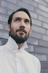 Portrait of young bearded man wearing white shirt - MFF001142