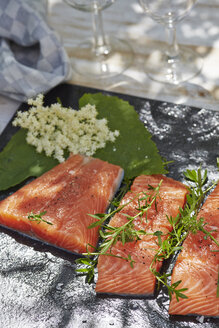 Germany, Pieces of salmon filet, Thyme and elderflowers - AKF000397