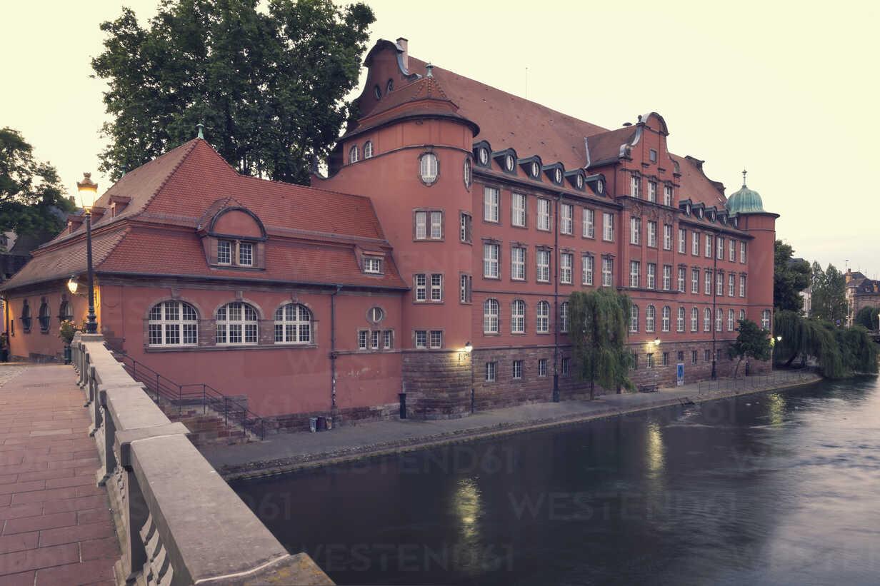 France, Strasbourg, Ecole de musique Saint Thomas at River Ill - MEMF000271 - Merle M/Westend61