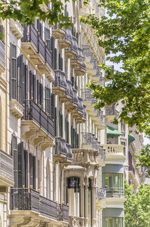 Spain, Barcelona, front of a house in district Eixample - THAF000549