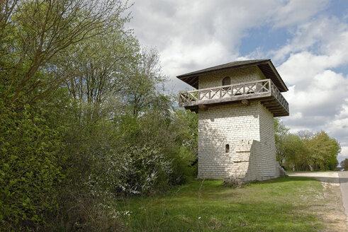 Germany, Bavaria, Upper Bavaria, Titting, Erkertshofen, Roman watch tower, reconstruction - LB000765