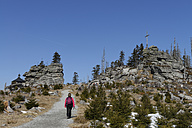 Germany, Bavaria, Lower Bavaria, Bavarian Forest, Hikers at the Hochstein - LB000804