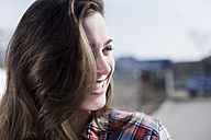 Smiling young woman outdoors - FEXF000097
