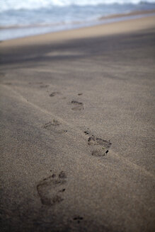 Portugal, Sintra, footprints on the beach - FAF000003