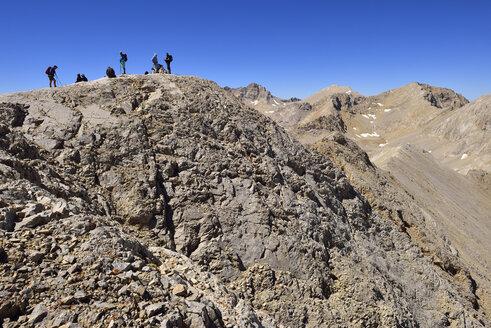 Turkey, Anti-Taurus Mountains, Aladaglar National Park, group of people on a peak of Yedigoeller Plateau - ES001245