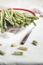 Green asparagus on plate - SBDF001003