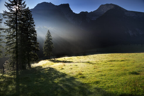 Austria, Tyrol, Hinterriss, Ahornboden in the morning - MKFF000011