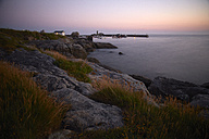 France, Bretagne, Finistere, Coast of Trevignon in the evening - DHL000479