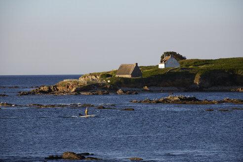 France, Bretagne, Finistere, near Trevignong, Island Raguenez, Fishing boat - DHL000463