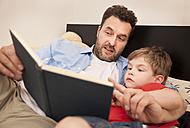 Father and son watching a book together - MMFF000282