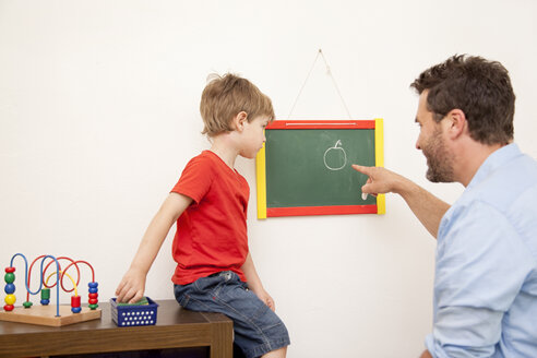 Faher and son drawing on a blackboard - MMF000283