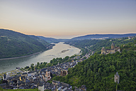Germany, Rhineland Palatinate, Bacharach, Stahleck Castle, Upper Middle Rhine Valley in the evening - WGF000350