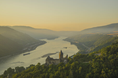Germany, Rhineland Palatinate, Bacharach, Stahleck Castle, Upper Middle Rhine Valley in the evening - WGF000353