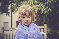 Daydreaming little girl wrapped in a towel - LVF001635
